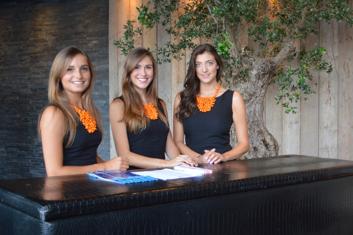 hostesses-en-hosts